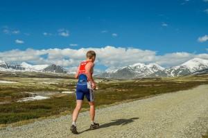 Olav på løpedelen inn mot hjertet av Rondane. Foto Paul Strehlenert