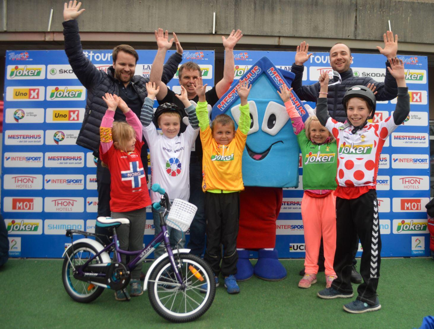 Heldige vinnere at sykkeltrøye og ny sykkel i 2016