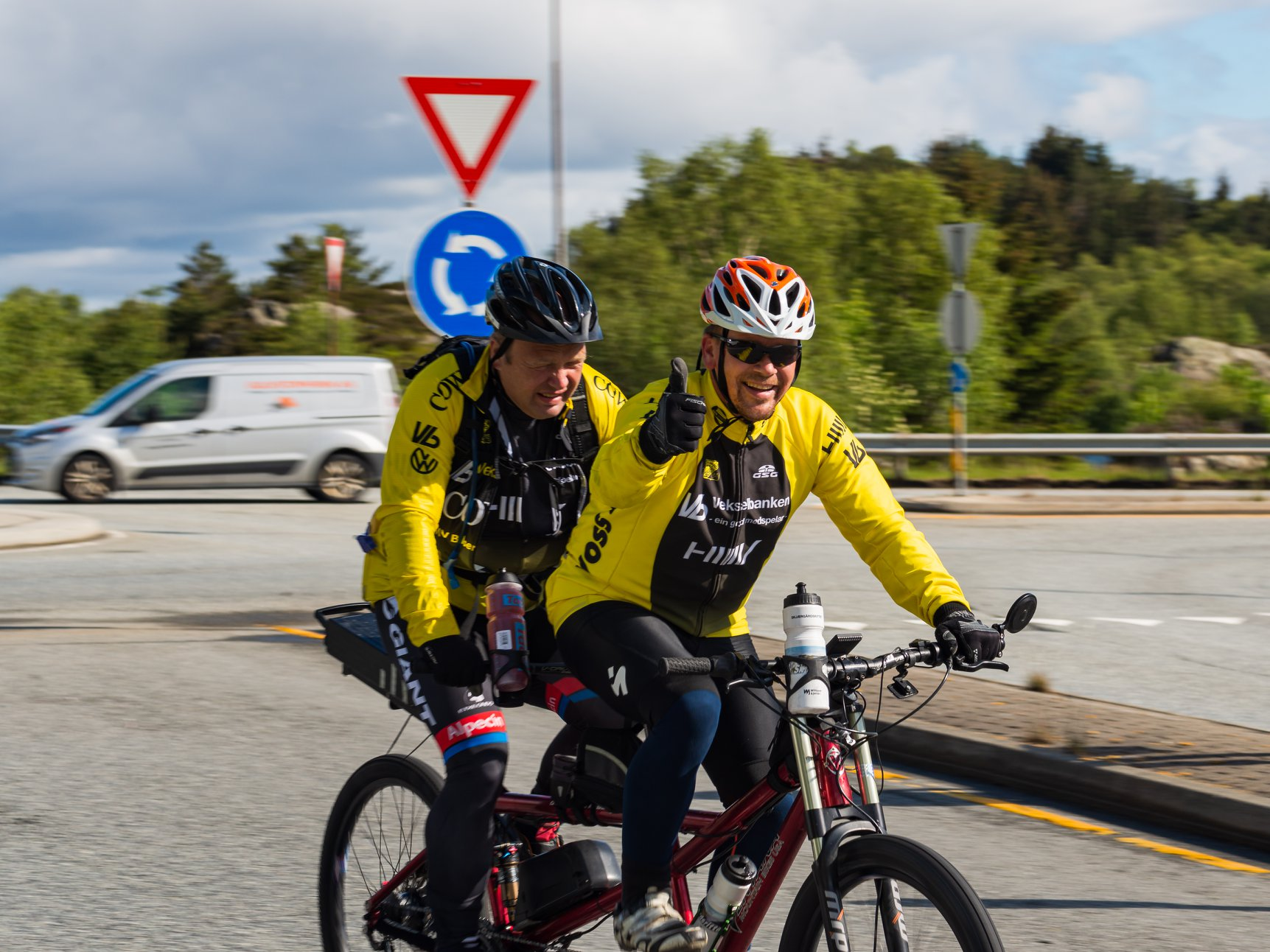 Ved rundkjøring på Kolltveit. Foto: Bent Mittet Opdahl